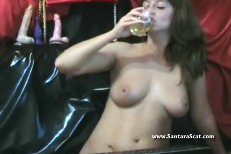 Drinking My Pee During a Live Show - With Actress: Santara [avi] (2018) [SD AVI Video 720x480 25.000 FPS 1640 kb/s]