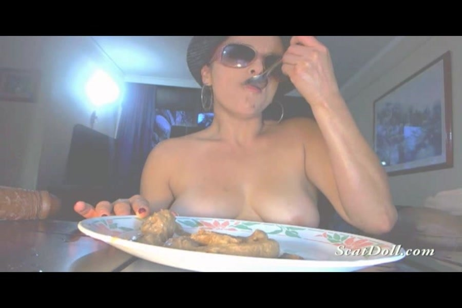 On a plate - With Actress: Scat Doll [avi] (2018) [SD AVI Video 720x480 25.000 FPS 1322 kb/s]