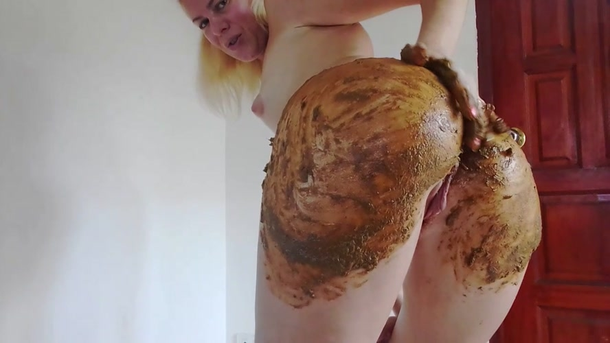 Enema and Huge Poo in Silk Bikini Smearing - With Actress: MissAnja [MPEG-4] (2019) [HD 1280x720]