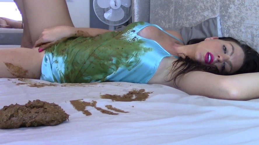 Cream And Shit On Bed - With Actress: Evamarie88 [MPEG-4] (2020) [FullHD 1920x1080]