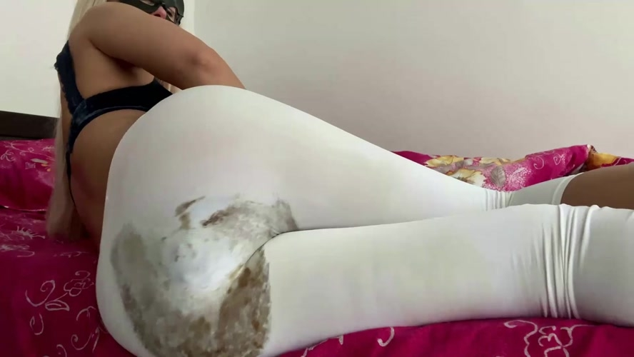 Massive Morning Bulge - With Actress: thefartbabes  [MPEG-4] (2020) [FullHD 1920x1080]
