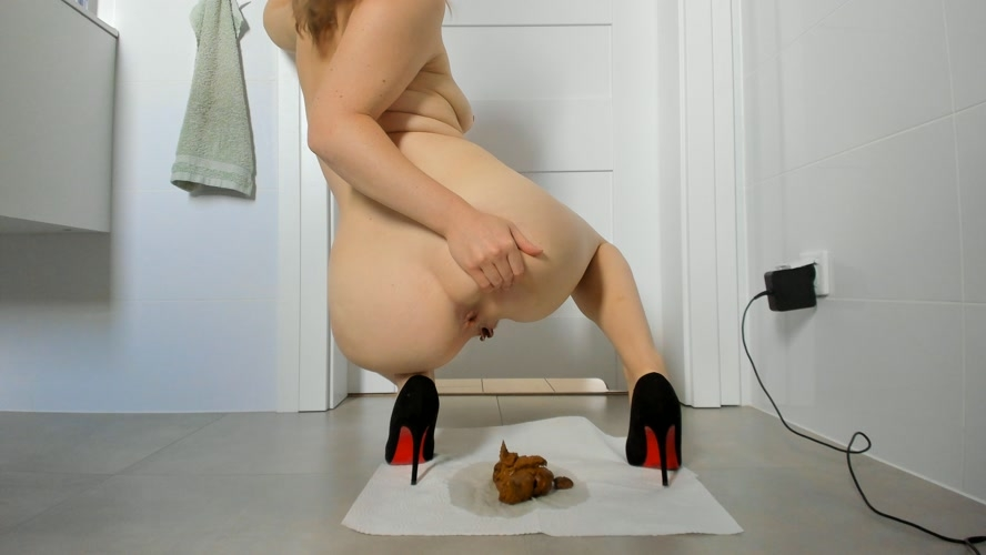 Young sexy lady shitting in high heels [MPEG-4] (2020) [UltraHD/4K 3840x2160]
